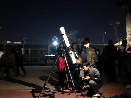 과학의 날, 밤하늘을 수놓은 서정별 친구들