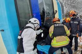 [사건사고] 새해 첫날 마을버스 전복사고.. 승객 2명 안전 구조